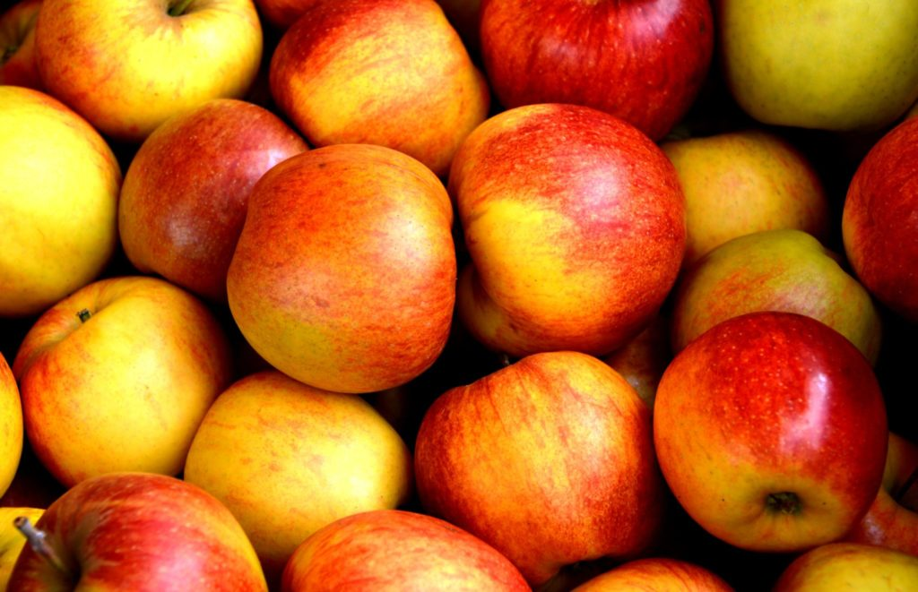 apple-apples-close-up-162806